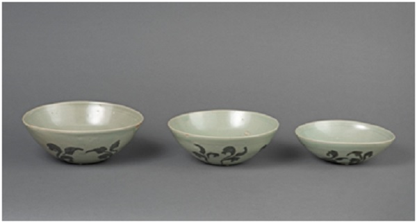 Bowls with Underglaze Iron-painted Plant Design