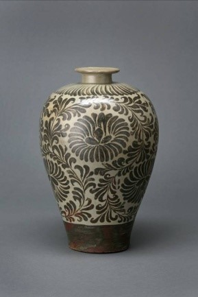 Meiping Vase with Underglaze Iron-painted Chrysanthemum Scroll Design