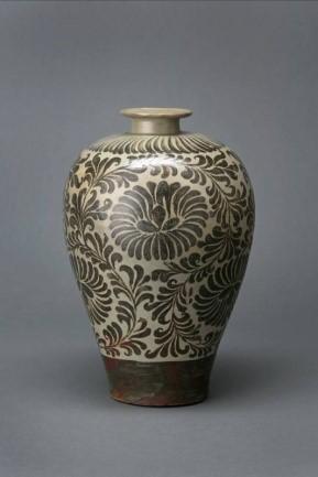 青瓷鐵繪菊唐草紋梅瓶