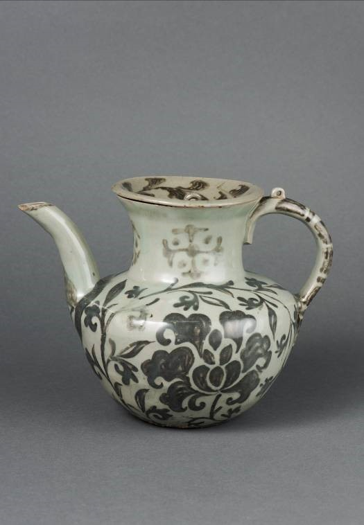 Ewer with Underglaze Iron-painted Peony Scroll Design